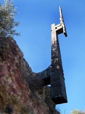 20130220203624-monumento-muertos.jpg