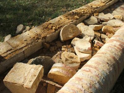 20111114172903-fuente-del-sol-destrozada2.jpg